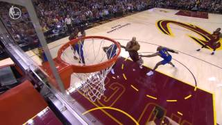 Richard Jefferson dunks on Kevin Durant (25/12/2016)