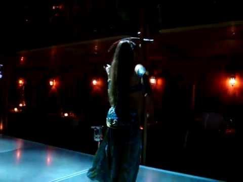 Ilaria Stasuzzo (Leila) danza del ventre con spada