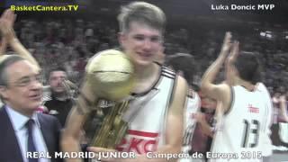 El Junior del Real Madrid celebra el Campeonato de Europa con su Pte. Florentino Pérez.