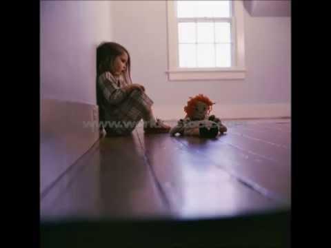 02 chanson de la petite fille dans la chambre vide youtube for Chambre vide