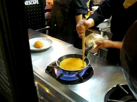 Preparing omurice with style