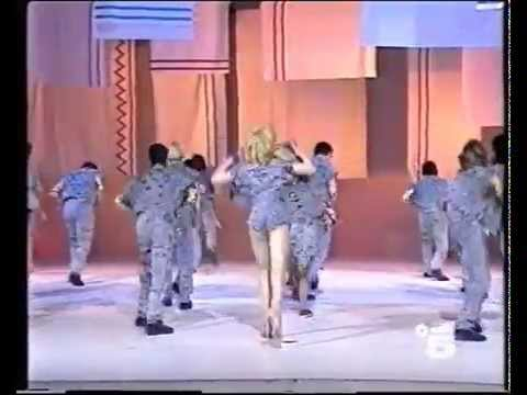 Lorella Cuccarini – LA RUMBA DEGLI SCUGNIZZI  – Festival