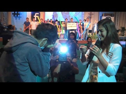 Girlfriend Proposes To Her Boyfriend (jamich Proposal) video