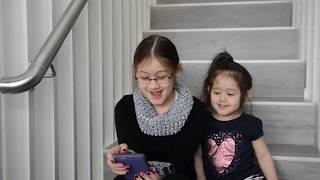 Hai chị em nghe và hát Em Gái Mưa/ ThyThy không thích ôm :-))
