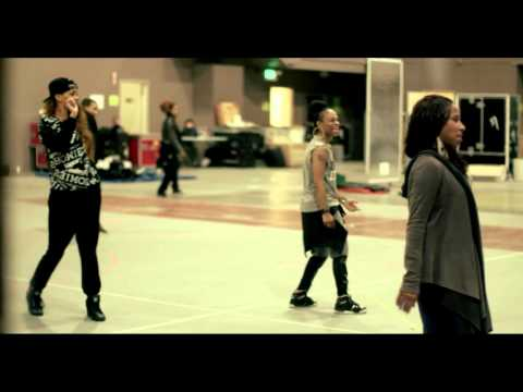 The Making of Diamonds World Tour 2013