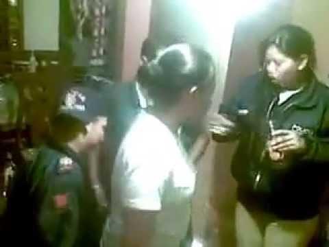 POLICIAS METROPOLITANOS DE QUITO BORRACHOS Y BAILANDO