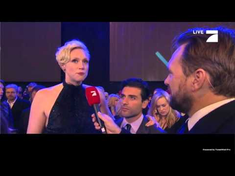 Interview: Gwendoline Christie and Oscar Isaac at The Force Awakens European Premiere