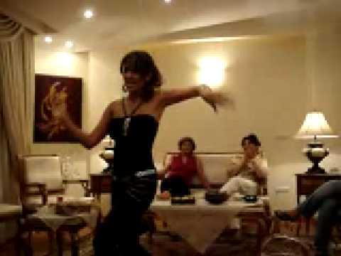 ايرانية  اصيلة ترقص
