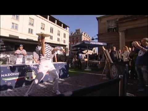 Pizza Express Acrobats at the London Restaurant Festival