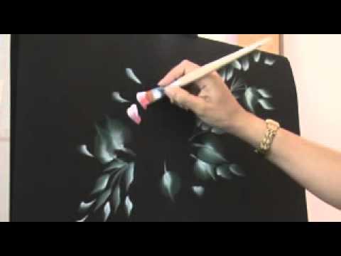 Flores pintadas en pared con pintura decorativa de - Pintura decorativa para paredes ...