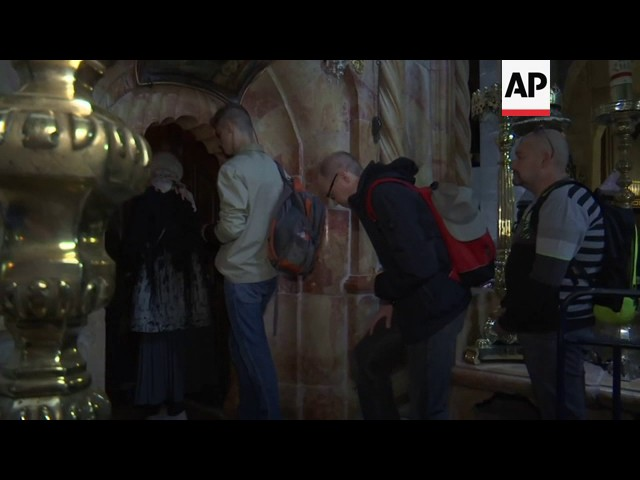 Newly restored tomb of Jesus opens for Easter