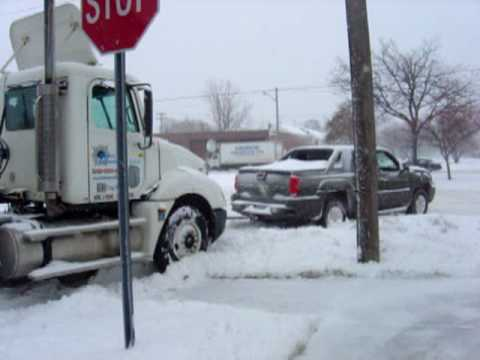 1/2 Ton Chevrolet Avalanche truck pulls stuck Semi & trailer out of snow Video