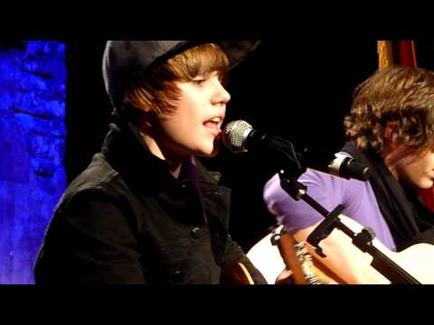 justin bieber in concert one less lonely girl. Justin Bieber - ONE LESS LONELY GIRL - Concert Priv� Paris. 3:50. The November 25, Justin Bieber was in Paris. Here in the studios of Radio GOOM.