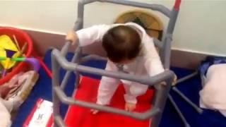 Các giúp trẻ tập đứng và tạp đi nhanh - Dụng cụ tập đứng cho bé