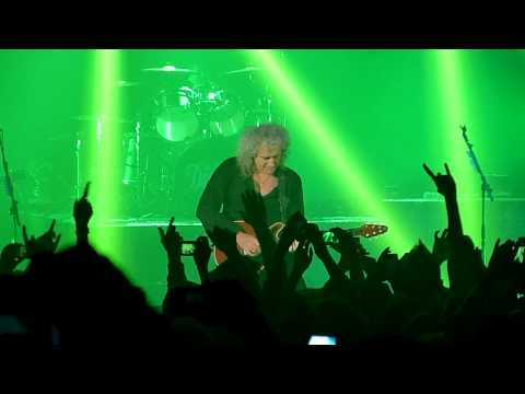 The Darkness&Brian May - Tie Your Mother Down - Hammersmith Apollo - 25/11/11