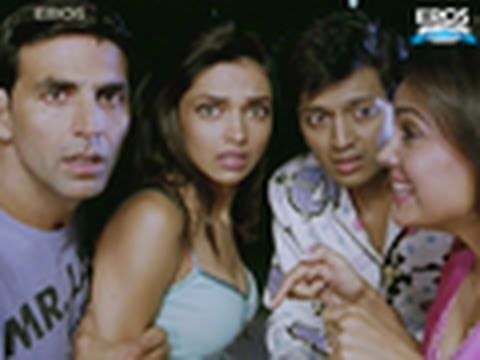 Lara Dutta Caught In The Act - Housefull