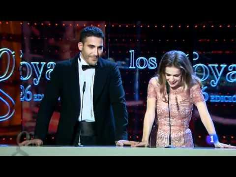 Silvia Abascal, muy emocionada, presenta los Goya al mejor actor de reparto