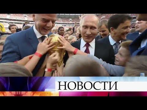 Владимир Путин иглава FIFA выступили нацеремонии старта Кубка ЧМпо футболу-2018.