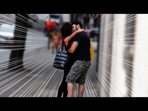 Meu aluno beijou uma garota desconhecida! Vídeos de zueiras e brincadeiras: zuera, video clips, brincadeiras, pegadinhas, lançamentos, vídeos, sustos