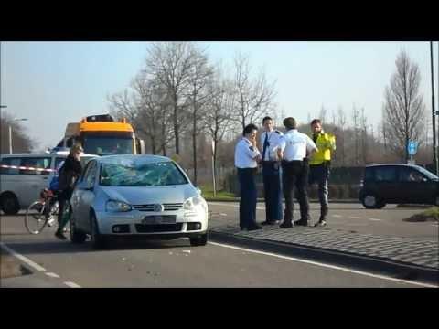 Spoedvertrek Ambulance 20-141+Rapid Responder met spoed naar het ziekenhuis na ongeval in Udenhout