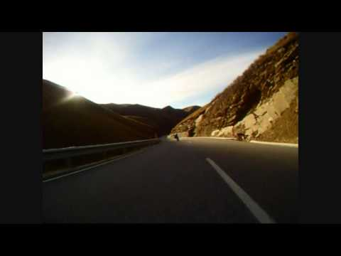 Bombing Crown Range(Wanaka side)-Downhill Longboarding In New Zealand.