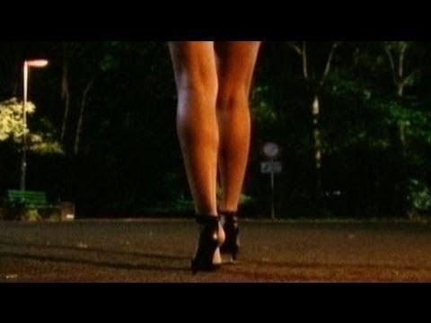 Frau in der Nacht allein im Park - Ladykracher