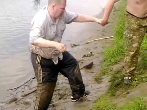 видео самые смешные случаи на рыбалке видео