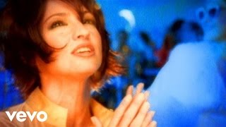 Клип Gloria Estefan - Don't Let This Moment End