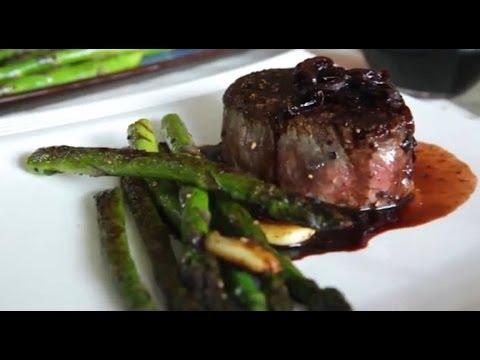Filetes de carne de res en reducción de vino tinto