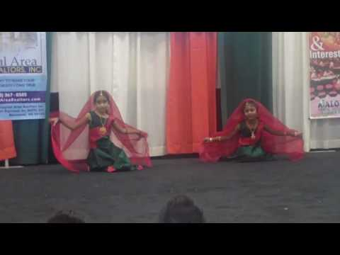 Shreya and Divya dancing for Radhai Manathil