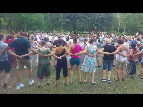 Sültü Zenekar / The Sültü Band: Gyűljünk a rétre! Szabadtéri moldvai táncház - Öves tánc kavallal