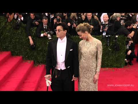 "Johnny Depp, Amber Heard arrive at ""Charles James: Beyond Fashion"" Costume Institute Gala"