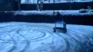 tracteur tondeuse dans la neige