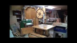Band Saw Homemade. Powerful Machine Made of Wood - Serra de Fita