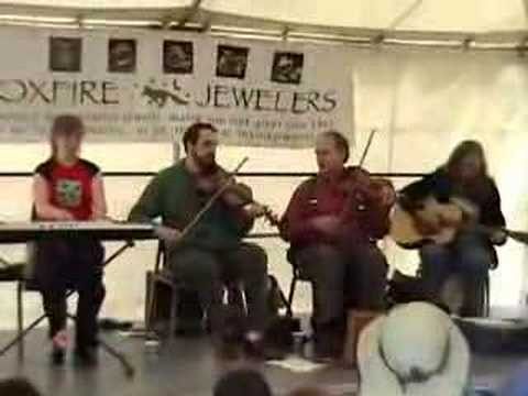 La Famille Leger playing La Peteuse at the 2007 Folklife Festival.