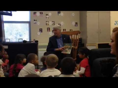 Gov. Rick Snyder reads to Hamilton Early Childhood students
