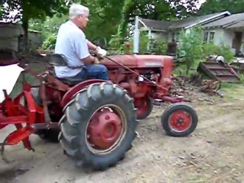 1975 International/Farmall 140 tractor Planting & Cultivating Garden