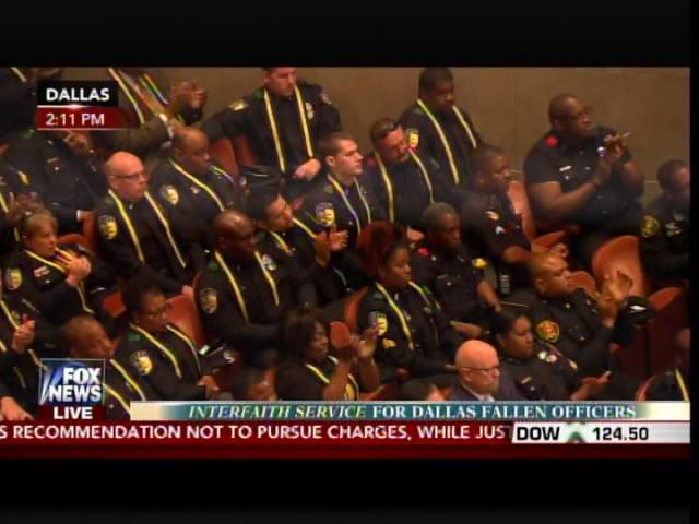 WOW! Dallas Police REFUSE TO APPLAUD During Obama's Racist Lecture at Dallas Police Memorial