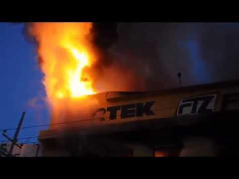 Arde ferretería fetoza en Culiacán