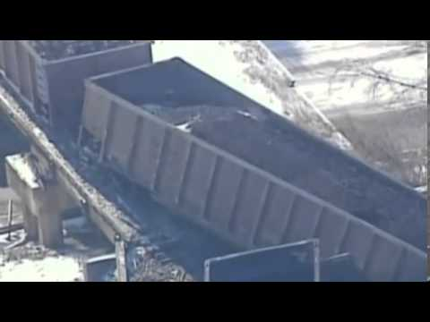 Train carrying 135 cars of coal derails in Wisconsin