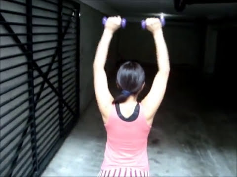 Ejercitando mis brazos en casa (home exercises for the arms)