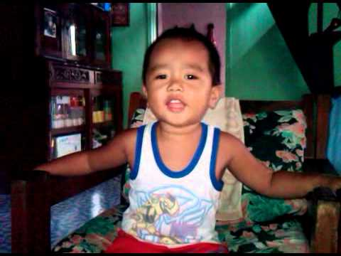 A 2-year Old Boy Is Singing hinahanap-hanap Kita video