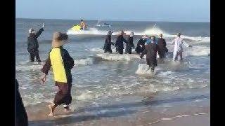 Cứu các Ni cô đi tắm biển bị đuối nước, Hình ảnh người dân và đội ca-nô cứu hộ hết mình cứu nạn