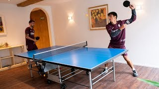 Duelo de ping pong entre Gerard y Moi Gómez