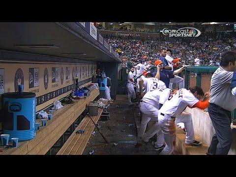 TEX@HOU: Singleton scares the Astros dugout twice