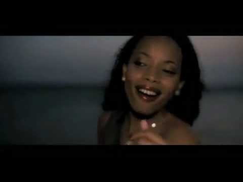 "Yola Semedo is a talented singer from Angola. The Translation of the title of her song in English is "" My Love Angola"". This is a promotion video. All copy r..."