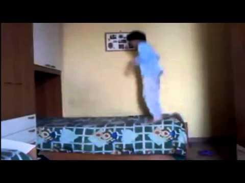 Bambino che crede di essere un fantasma | EPIC FAIL | VIDEO DIVERTENTI