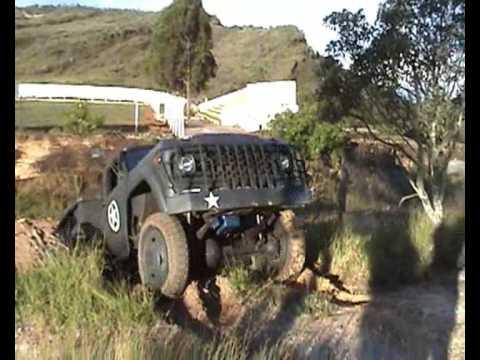 Caminhão Militar GM D65 usando tração total 4x4