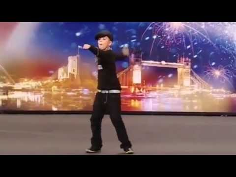 طفل يرقص break dance رووعه thumbnail
