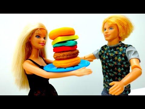 #БАРБИ готовит БУРГЕР для Кена. Игры готовить и пластилин Плей ДО. Куклы для девочек